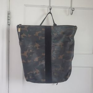 CAMO!!! LIKE NEW Kempton & Co Convertible Backpack